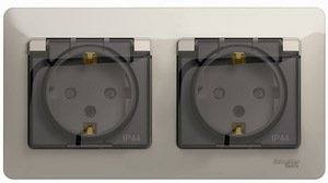 Фото Schneider Electric Glossa GSL000947 Розетка двойная с заземляющим контактом и шторками (16 А, IP44, крышка, в сборе, скрытая установка, молочная)
