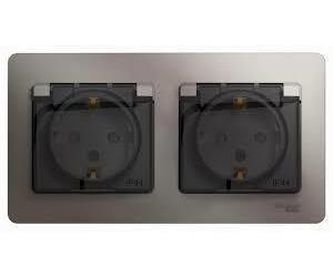 Фото Schneider Electric Glossa GSL001247 Розетка двойная с заземляющим контактом и шторками (16 А, IP44, крышка, в сборе, скрытая установка, платина)